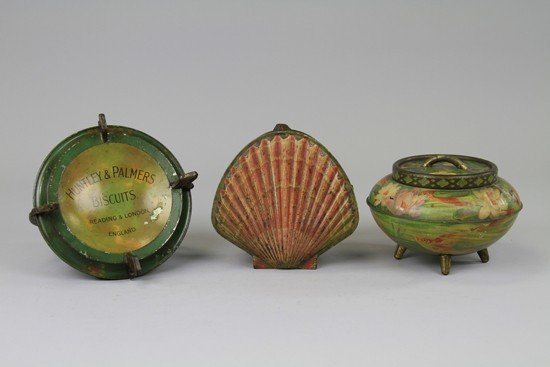 1236: THREE ELEGANT HUNTLEY & PALMERS BISCUIT TINS - 3
