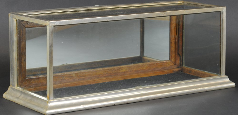 COUNTER TOP DISPLAY CASE