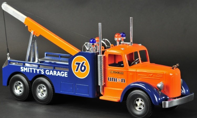 CONTEMPORARY FRED THOMPSON SMITH MILLER TOW TRUCK