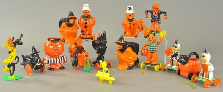 INTERESTING GROUP OF HARD PLASTIC HALLOWEEN ITEMS