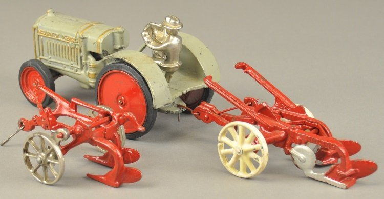 ARCADE MCCORMICK DEERING TRACTOR AND PLOWS - 2