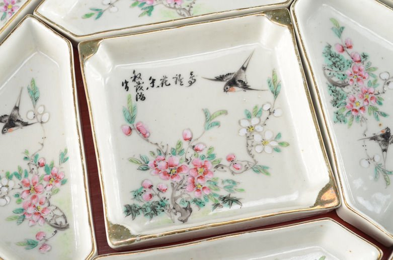 Fine Chinese Famille Rose Porcelain Condiment Dish Set