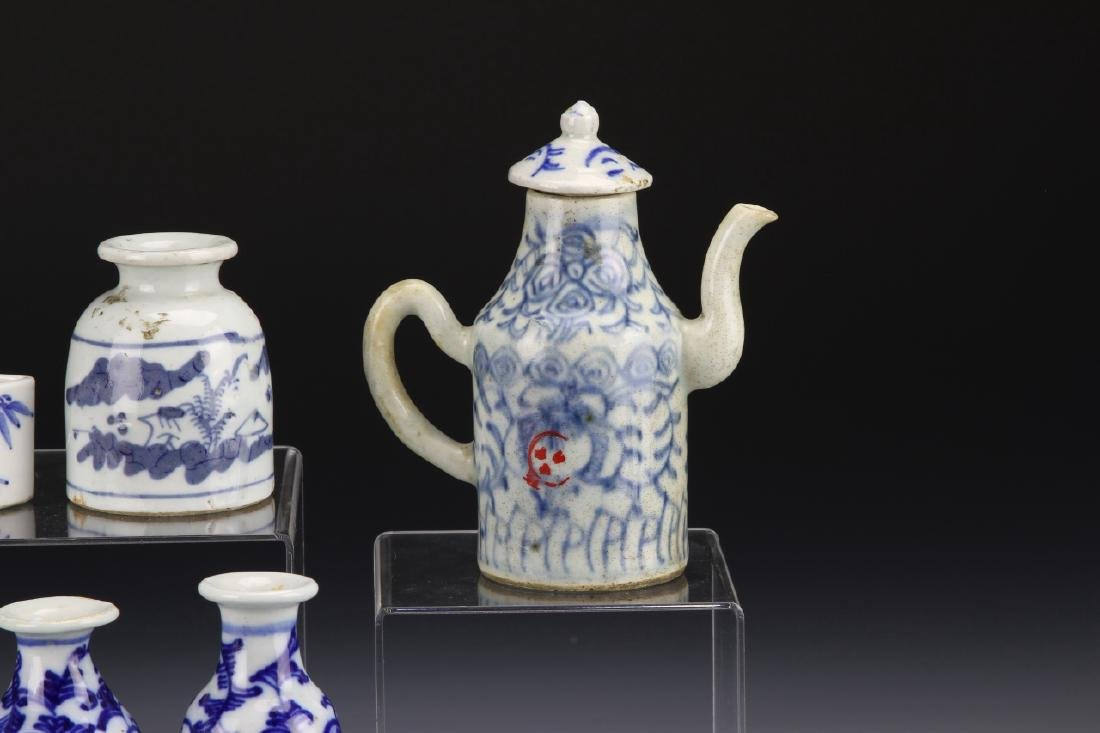 Seven Chinese Blue and White Porcelain Items - 4