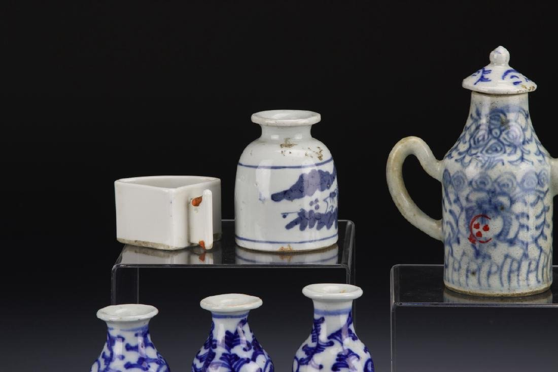 Seven Chinese Blue and White Porcelain Items - 5