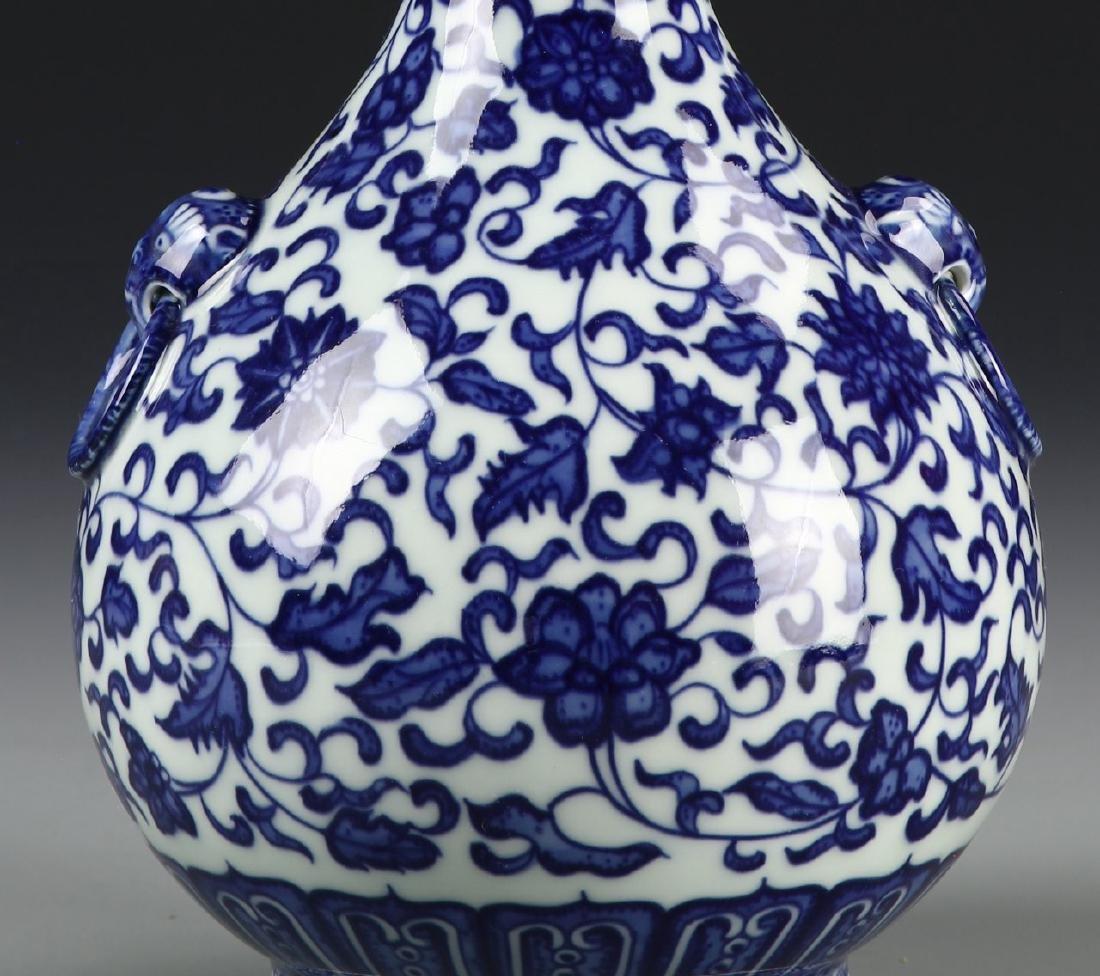 Chinese Blue and White Garlic Head vase - 2