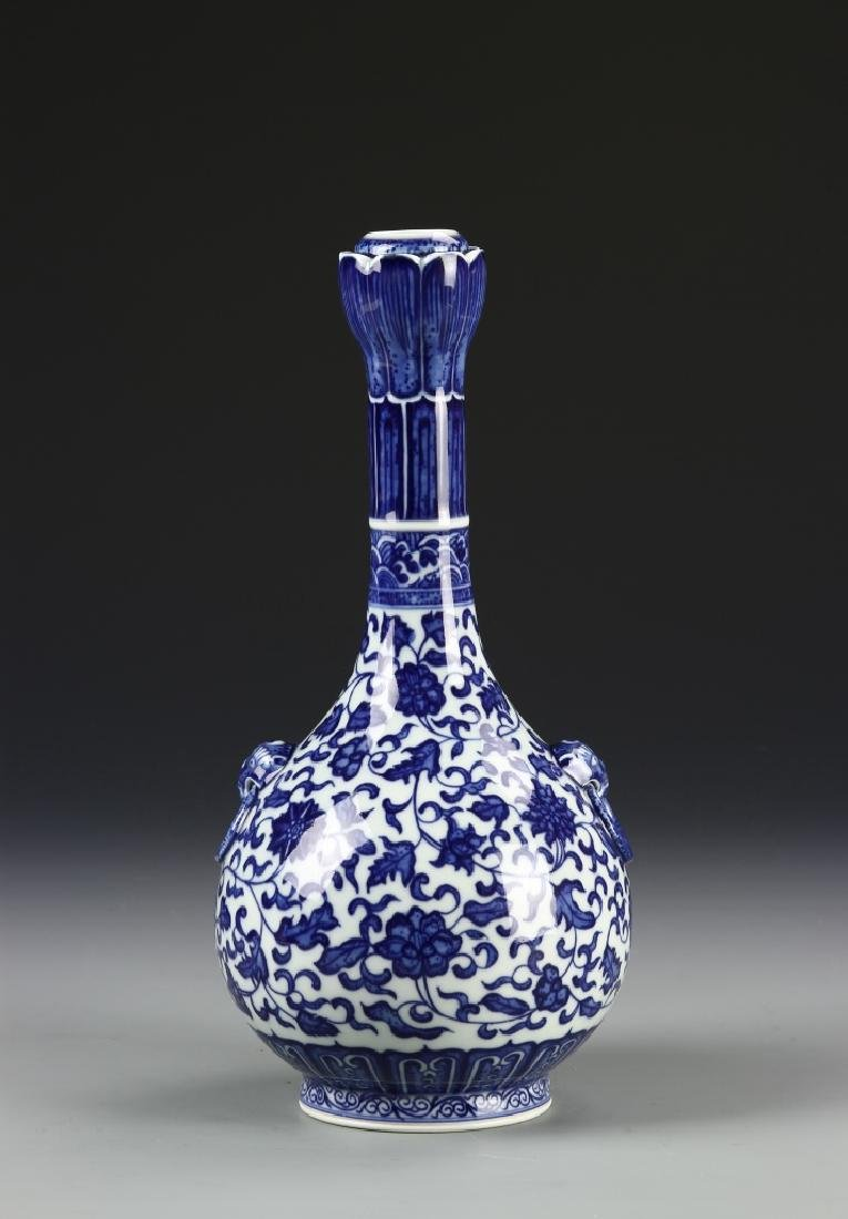 Chinese Blue and White Garlic Head vase - 4