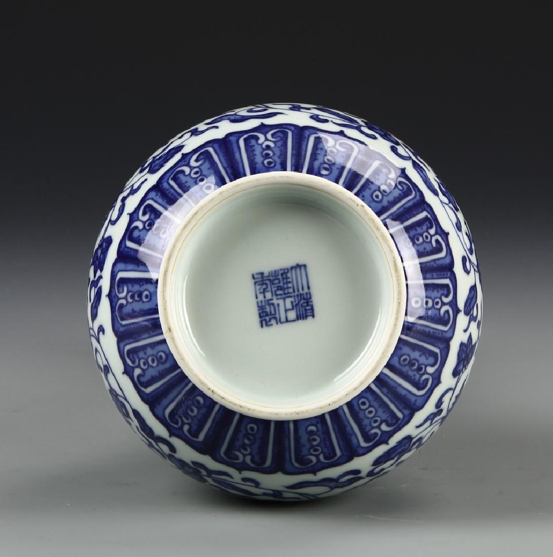 Chinese Blue and White Garlic Head vase - 6