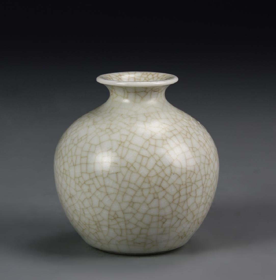Chinese Longquan Yao White Water Pot
