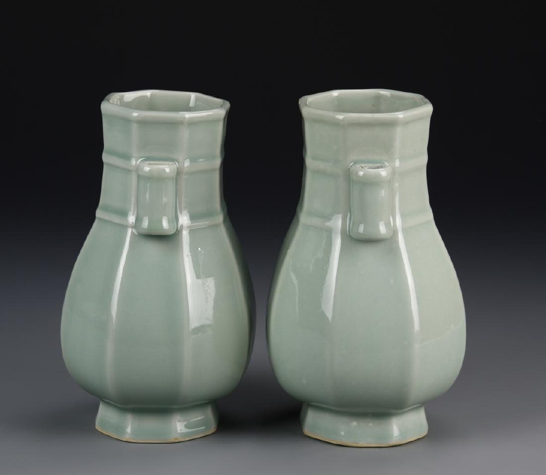 Chinese A Pair Of Lung Quan Yao Vases - 2