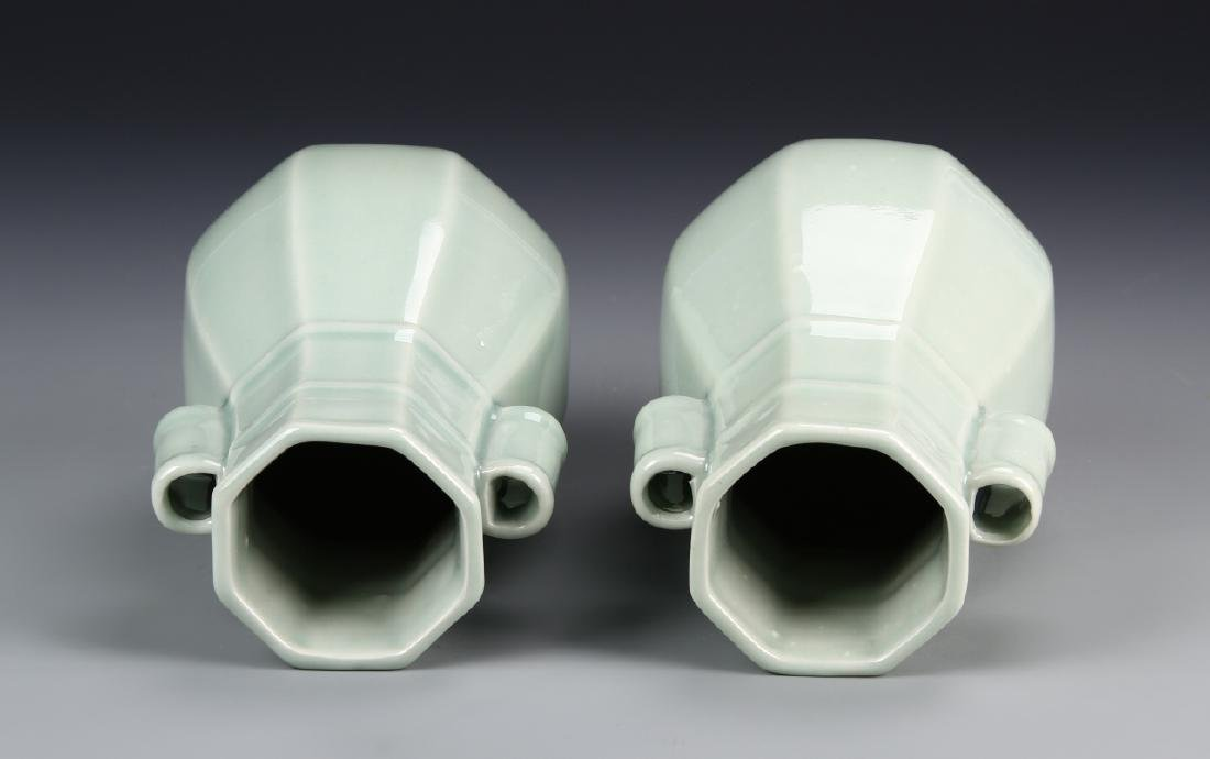 Chinese A Pair Of Lung Quan Yao Vases - 3