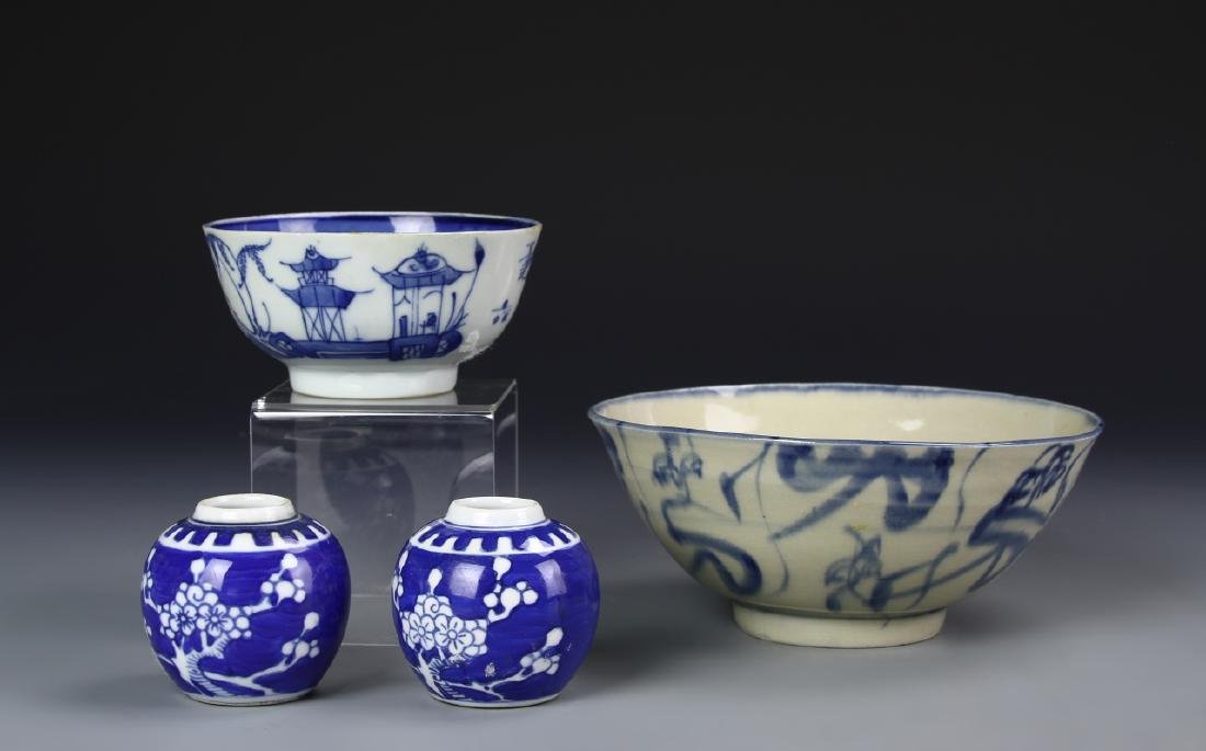 APO MIni Blue And white Jar With Two B+W Bowls