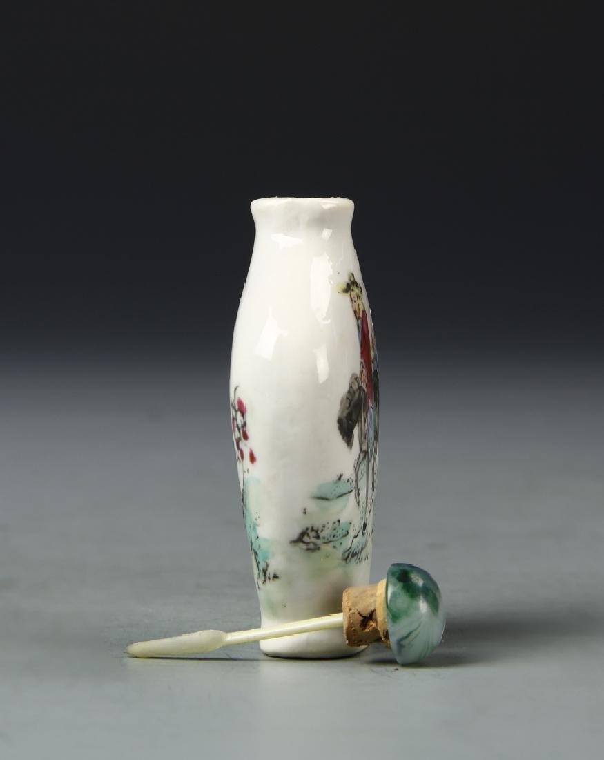 Chinese Famille Rose Snuff Bottle - 3
