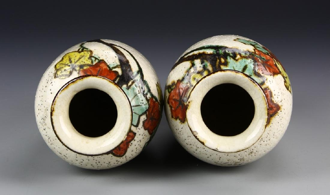 Chinese A Pair Of Art Pottery Porcelain Vases - 4
