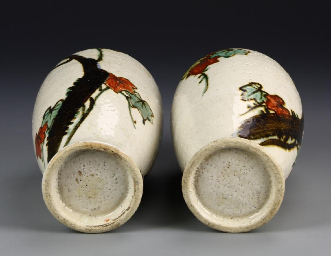 Chinese A Pair Of Art Pottery Porcelain Vases - 5