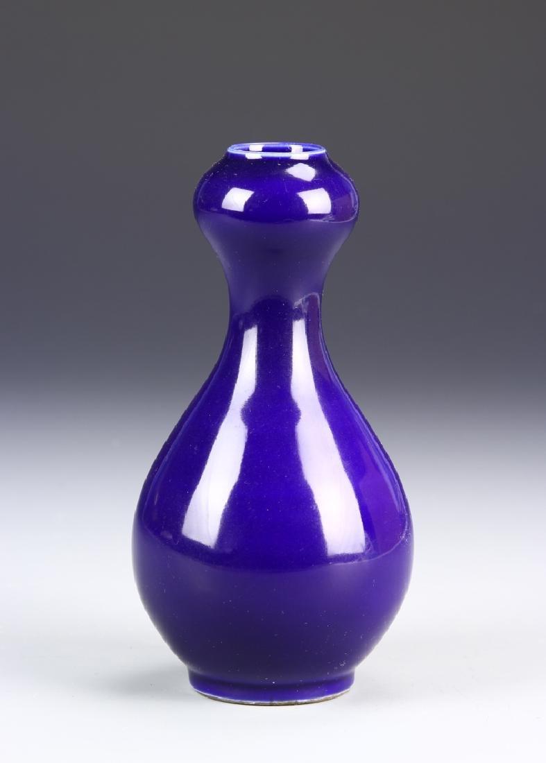 Chinese Blue Garlic Head Vase