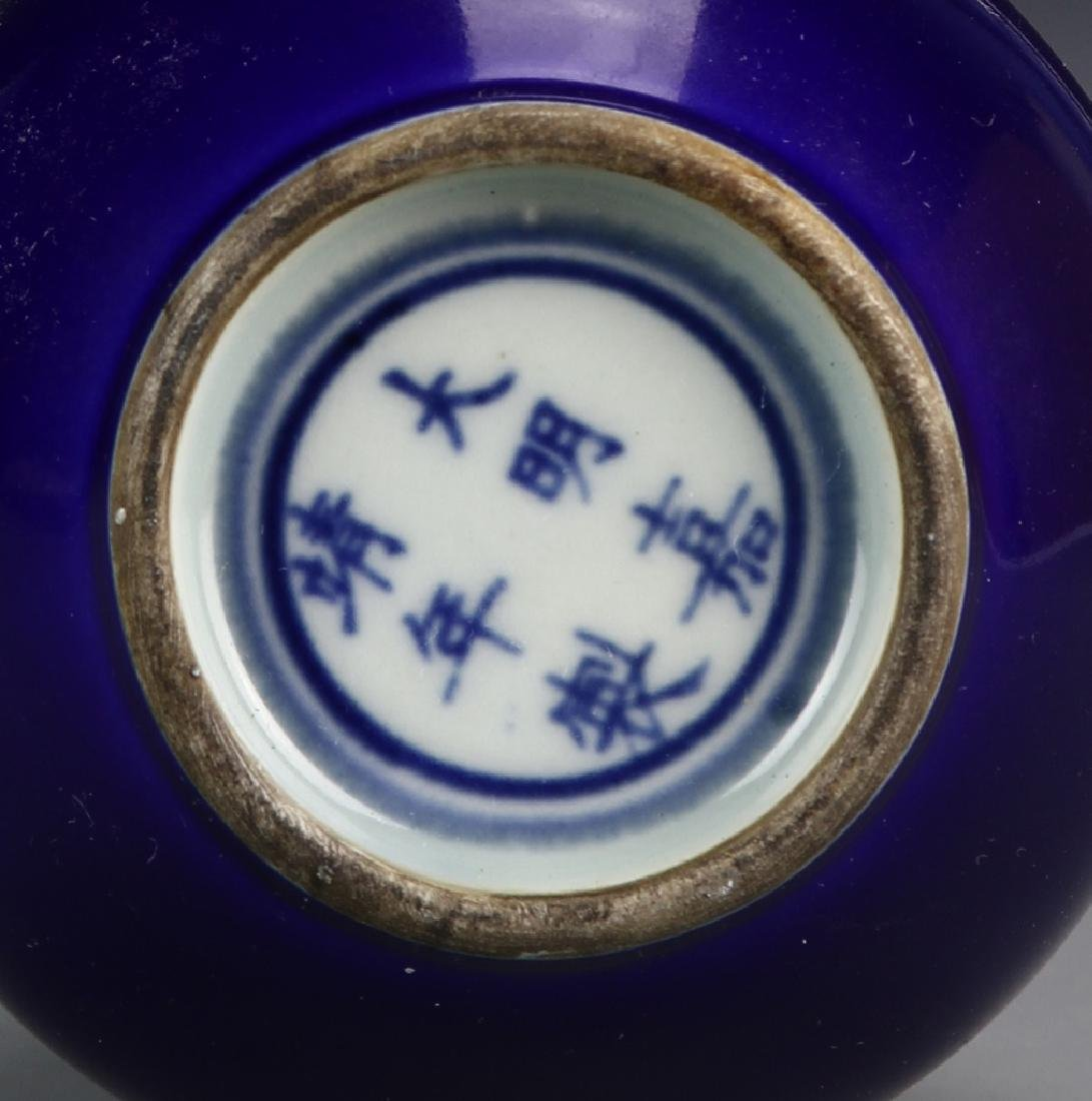Chinese Blue Garlic Head Vase - 4