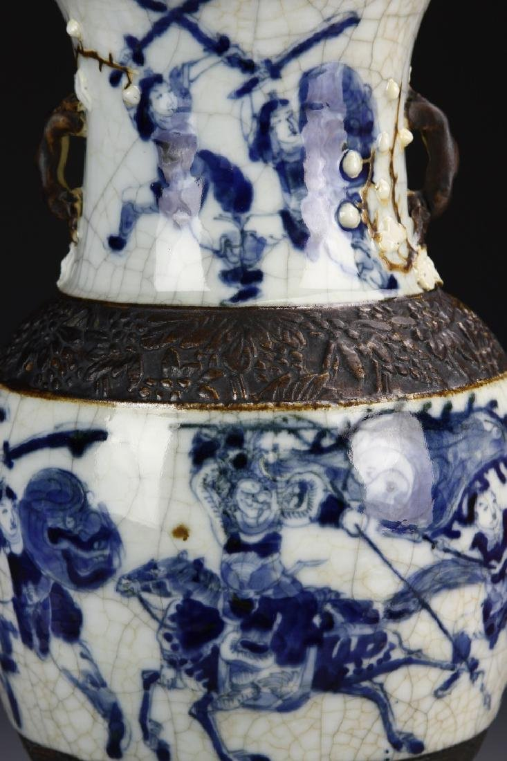 566Chinese 18th Century Export Blue and White Vase - 2