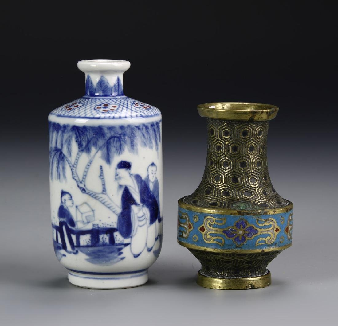 2 Chinese Blue and White Vase and a Cloisone Vase