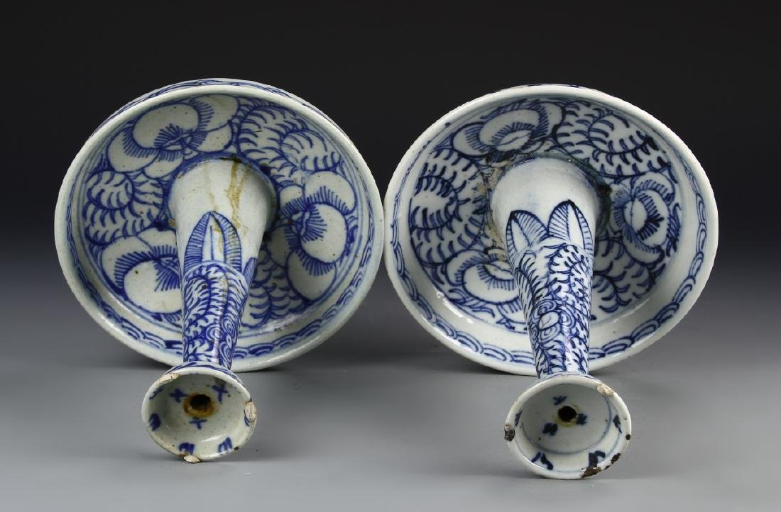 Chinese A Pair Of Blue And White Candle Sticks - 3