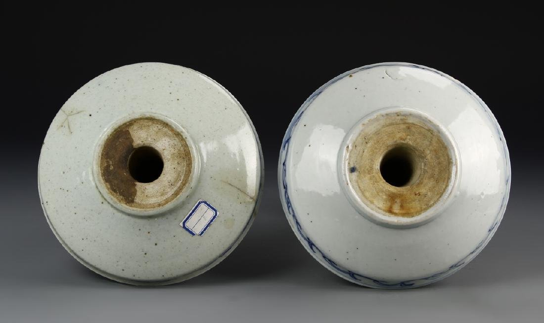 Chinese A Pair Of Blue And White Candle Sticks - 4
