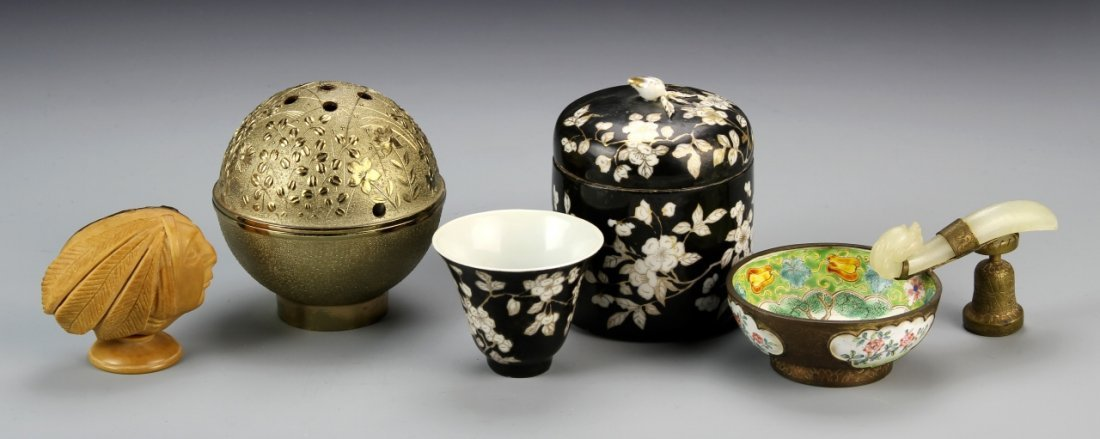 Chinese Four Collectable Items