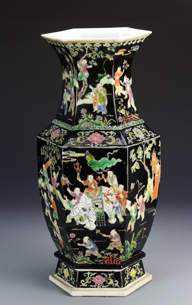 chinese famille noir vase. Black Bedroom Furniture Sets. Home Design Ideas
