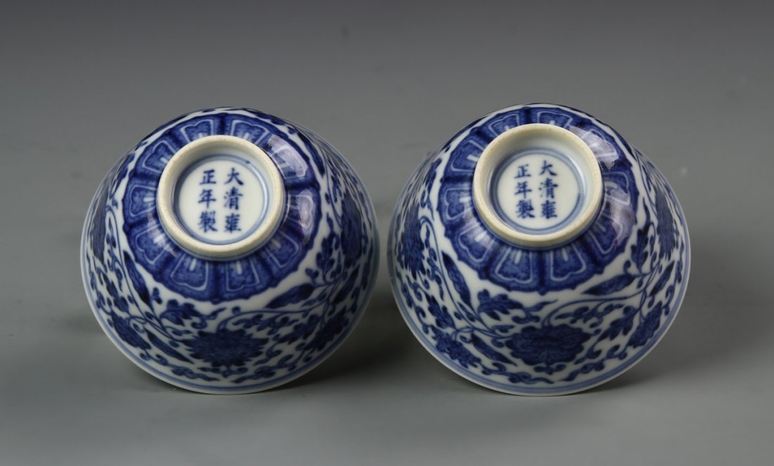 Pair of Chinese Blue and White Wine Cups - 4