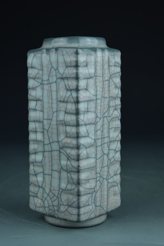 Chinese Lung Yue Yao Cong Vase