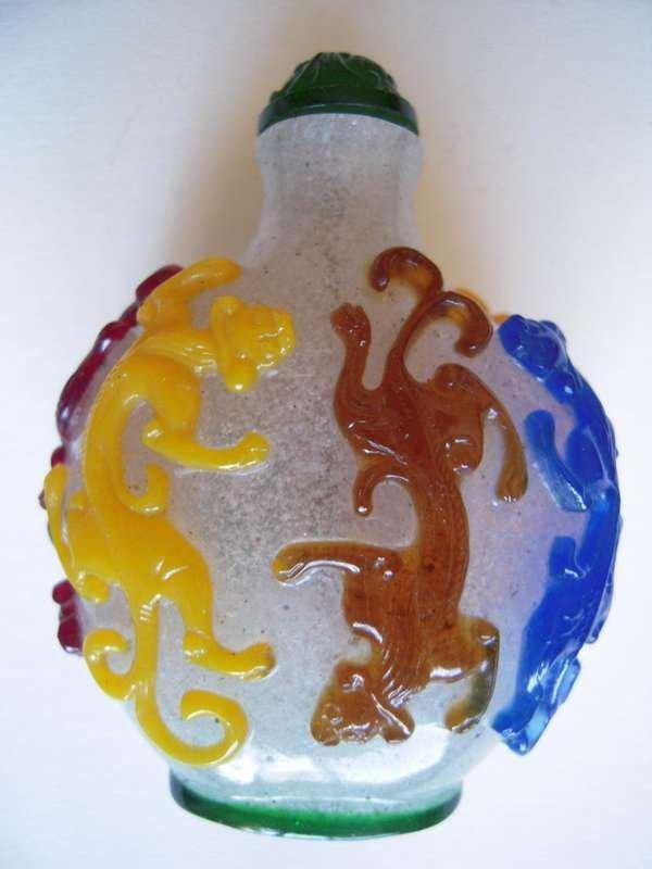 Chinese Pekin Glass Snuff bottle