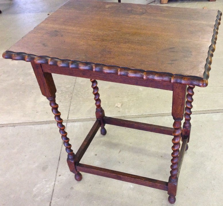 1920'S OAK SCALLOPED TOP BARLEY TWIST TABLE
