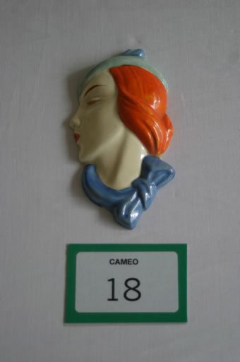 "18: Beswick wall mask ""lady with hat and scar"