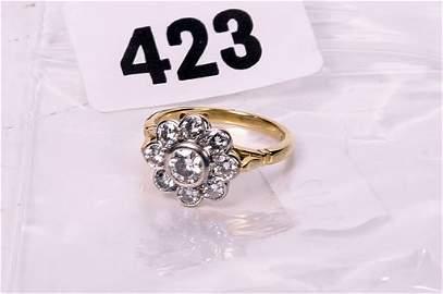 2423: 18ct gold diamond cluster ring, brillia