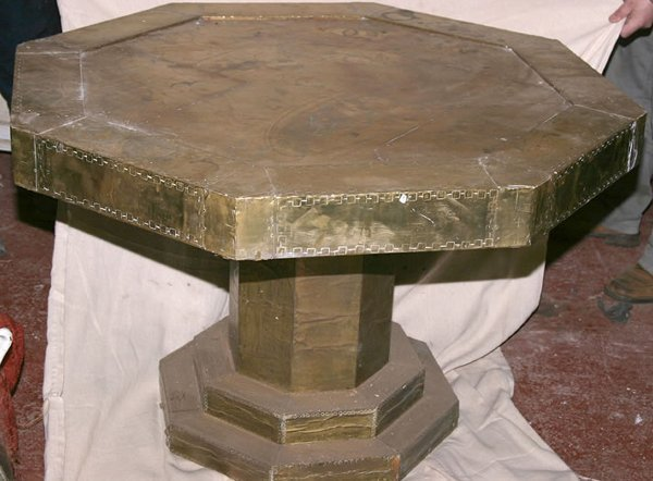 3005: Large brass covered octagonal centre table