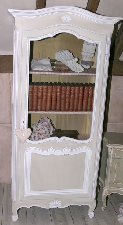 3012: 20c Louis XV style vitrine in the French provinci