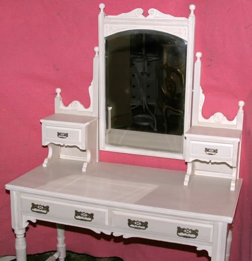 3024: c1900 painted dressing table with adjustable mirr