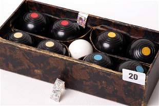 1020: Boxed set of table bowls