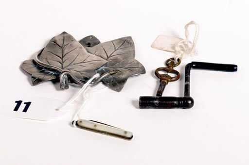 1011: Collection of small metal items to include clock