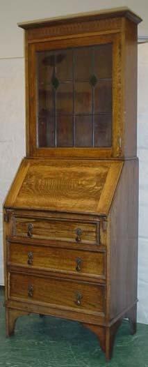 1602: Small oak 1930s bureau bookcase with leaded glass