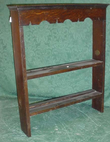 1607: Small 19c oak and pine plate rack with shaped cor