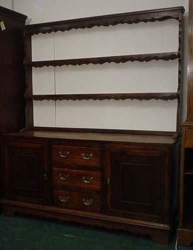 1610: Georgian style oak dresser with open plate rack o