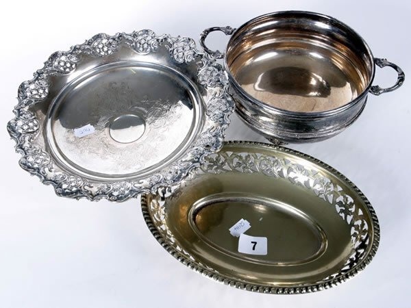1007: Silver hallmark sweet dish with glass liner plus