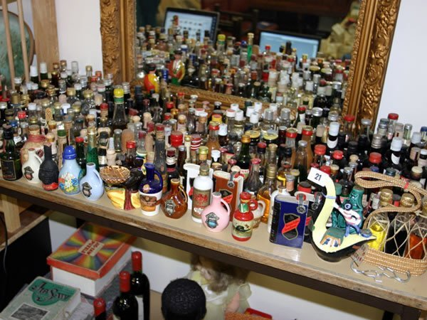 1021: Collection of approx. 297 various miniatures, mos