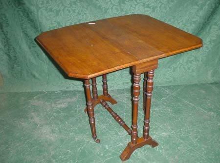 11016: Small mahogany canted corner Sutherland table