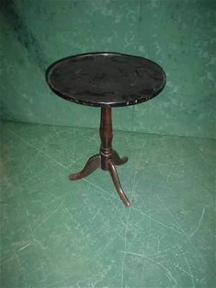 Small mahogany circular occasional table