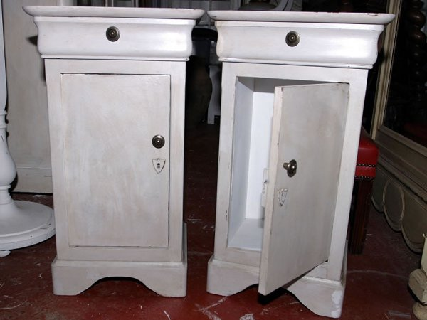 5019: Pair 20c Louis Phillipe style bedside cabinets in