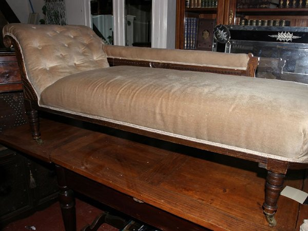 5021: c1900 walnut chaise lounge, decoratively carved o