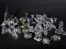 1011 Large collection of glass animals and birds Vill