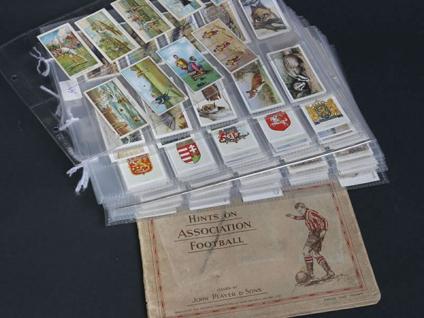 1018: Collection of cigarette cards relating to sport,