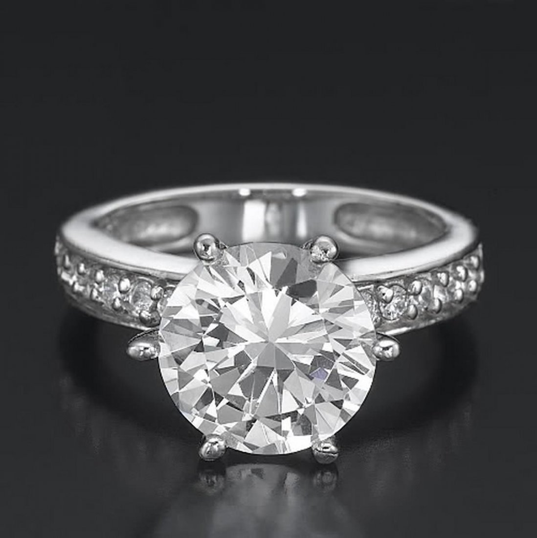 2 CT Round Cut Diamond Engagement Ring