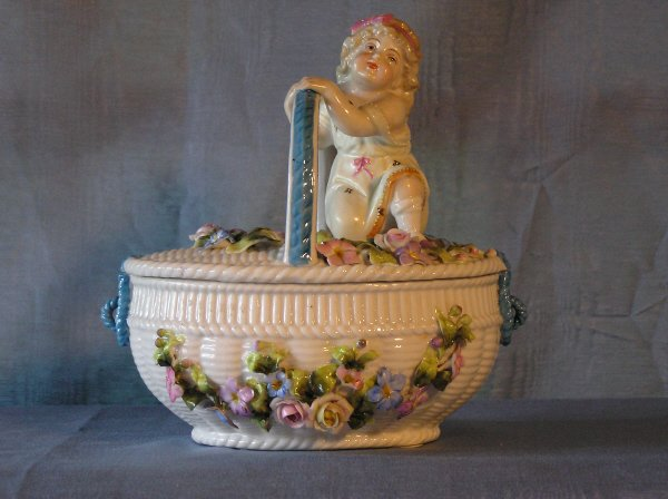 5: Porcelain Lidded Container 204